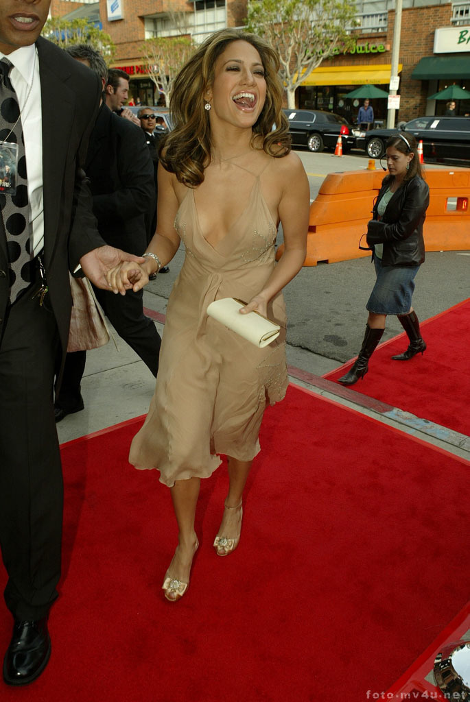 Jennifer_Lopes_in_Hollywood_on_Primiere_film_Man_On_Fire_03.jpg (685x1024, 123Kb)