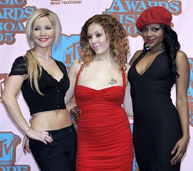 sugababes@MTV%20europe%20music%20awards2005.jpg (395x350, 42Kb)