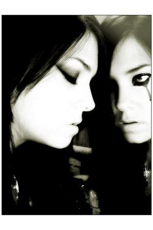 4412076_3726116_607456_I_saw_a_lie_in_the_mirror_by_lryiu.jpg (300x450, 16Kb)