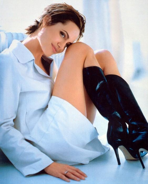 Angelina_Jolie_001.jpg (563x699, 83Kb)
