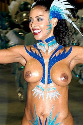eroticheskie-kostyumi-na-karnaval