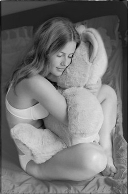 чёрно  белая  фото  с игрукшкой.jpg (256x388, 22Kb)