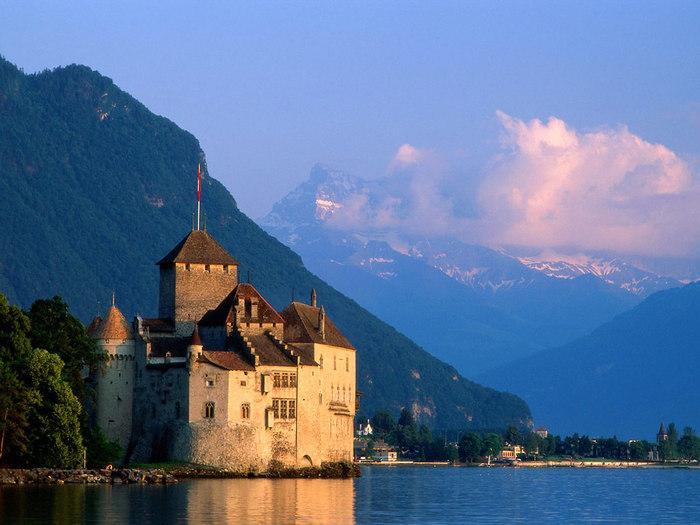 Chateau_de_Chillon_Castle,_Montreux,_Switzerland.jpg (700x525, 89Kb)