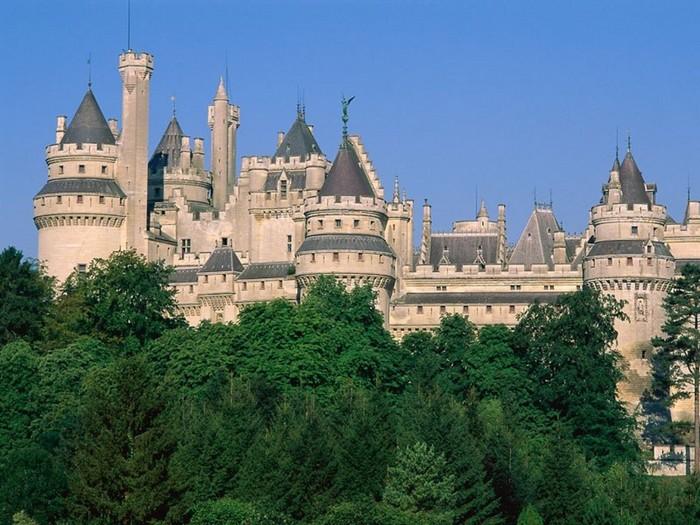 Chateau_De_Pierrefonds,_France.jpg (700x525, 119Kb)
