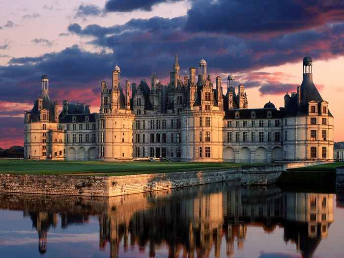6705003_6700375_Chateau_de_Chambord_Castle_Loire_Valley_France.jpg (700x525, 120Kb)