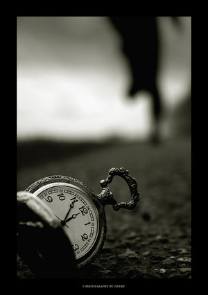 Running_away_from_time_by_ZjeerY.jpg (300x426, 16Kb)