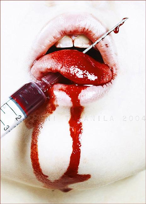 Губы с кровью на аву