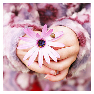 рука с цветком (300x300, 28Kb)