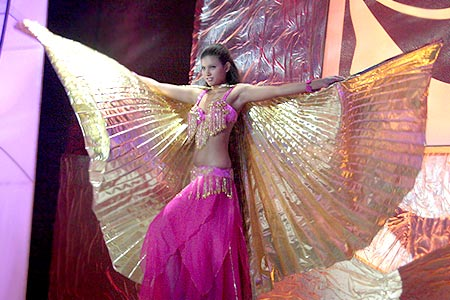 Наталья Трофимова исполняет танец живота