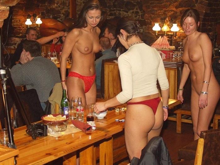 найдешь хоть девушка показала стриптиз в баре целом